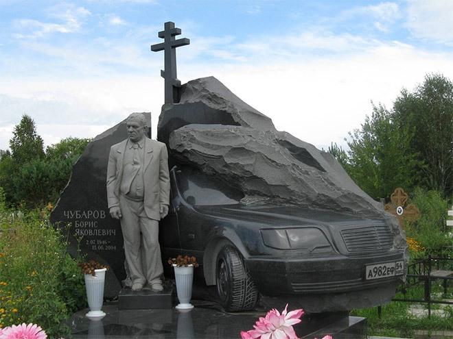 пам'ятник з граніта - скульптура мужчини з мерседесом