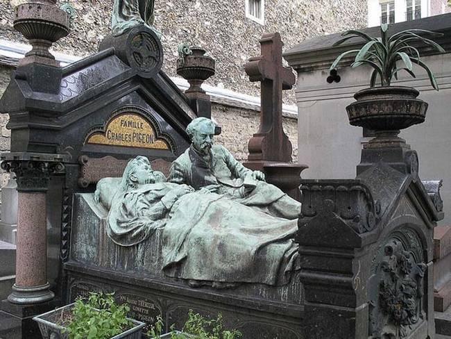 пам'ятник сплячі в ліжку