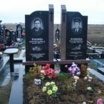 Два пам'ятника  поруч