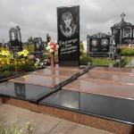 Меморіальний комплекс з каскадним надгробком