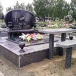 Овальний пам'ятник на двох