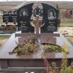 Пам'ятник з габро і червоного граніту