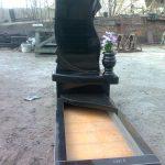 Пам'ятник з вазою
