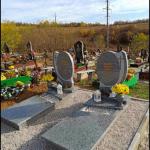 Пам'ятники з сірого граніта
