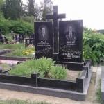 Прямокутні пам'ятники з хрестом посередині