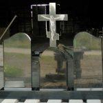 Три пам'ятника з хрестом