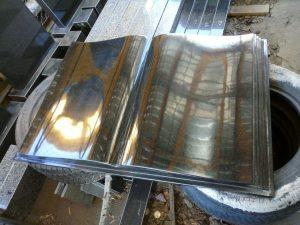 гранітна плита в формі книжки