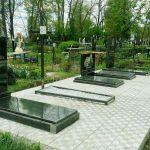 Меморіальний комплекс з тротуарною плиткою