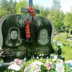 Подвійний меморіальний комплекс з хрестом