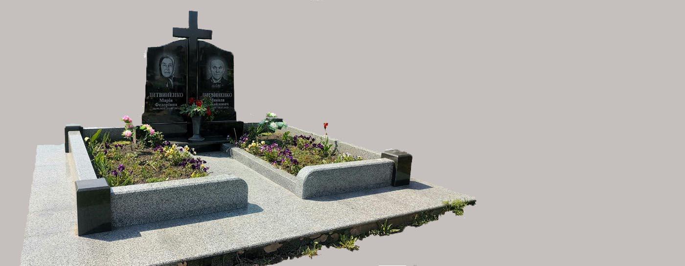 Подвійний пам1ятник з хрестом та гранітним цоколем, великі квітники