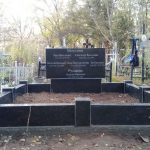 пам'ятник на п'ятьох